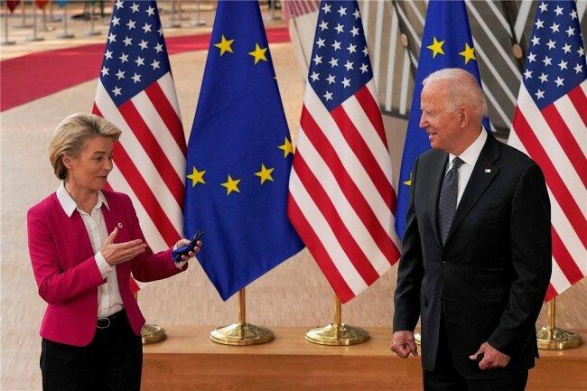 """""""Wieder vereint"""": EU-Kommissionspräsidentin Ursula von der Leyen spricht in Brüssel mit US-Präsident Joe Biden."""