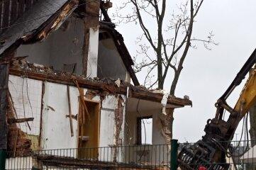 Das Haus kurz vor dem Abriss. Die Asbestschiefer wurden vorab gesondert entsorgt.