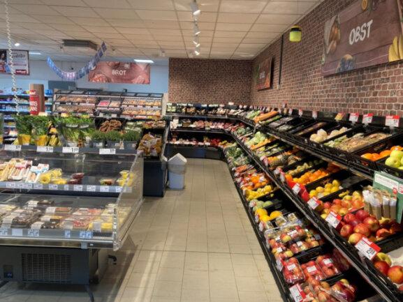 Die Obst- und Gemüseabteilung mit Backstation und Convenience Bereich im nahkauf Geringswalde.