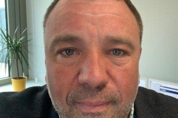 Jan Meinel (48) ist Pressesprecher der Polizeidirektion Zwickau und regelmäßig Skisprung-Weltcup-Moderator in der Klingenthaler Vogtland-Arena.