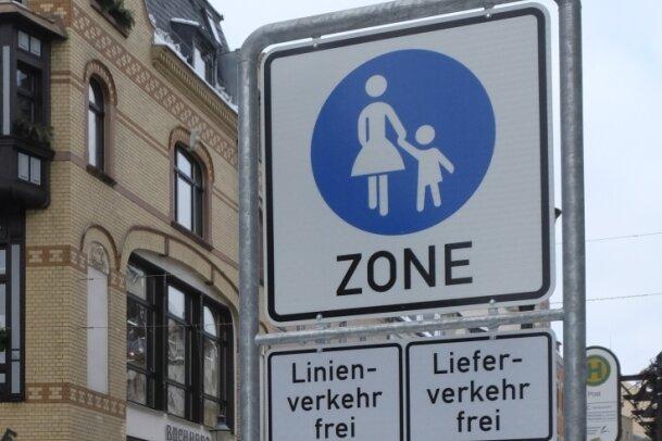 Stein des Anstoßes: Wegen der seit Januar geltenden Fußgängerzone gehen die Umsätze der Händler zurück, heißt es.