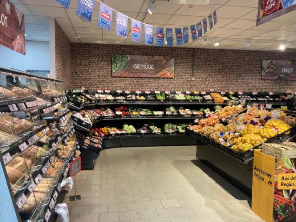 Die Obst- und Gemüseabteilung mit Backstation im nahkauf Geringswalde.