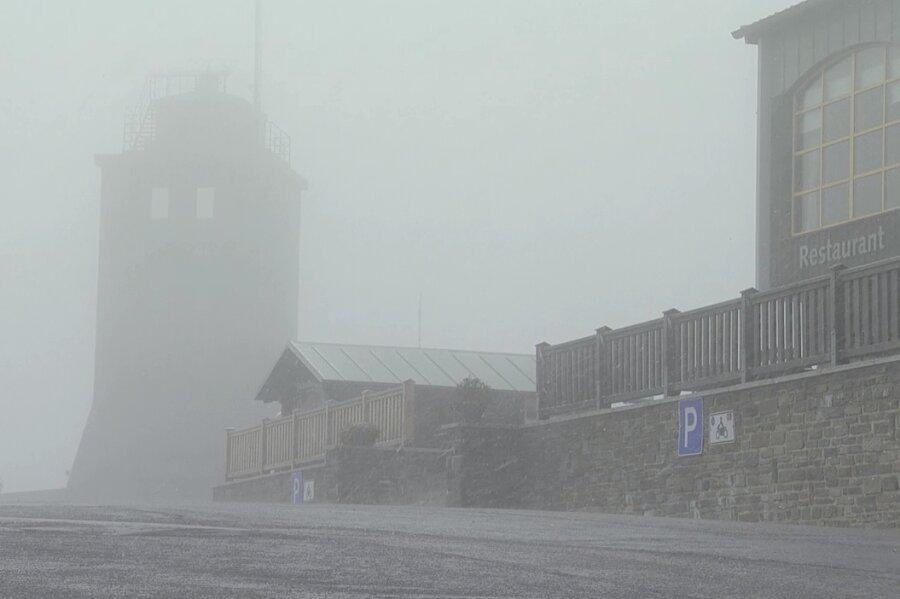 Erster Schnee der Saison auf dem Fichtelberg