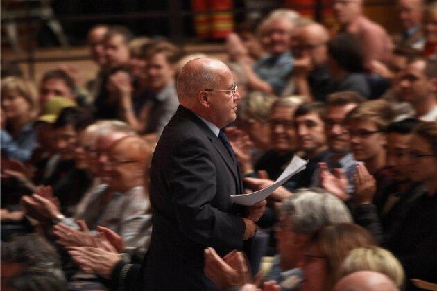Umzug in den Großen Saal: 800 wollen Gregor Gysi sehen
