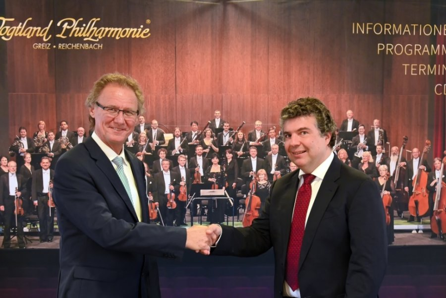Intendant Stefan Fraas (l.) und Chefdirigent Dorian Keilhack freuen sich auf die neue Konzertsaison.