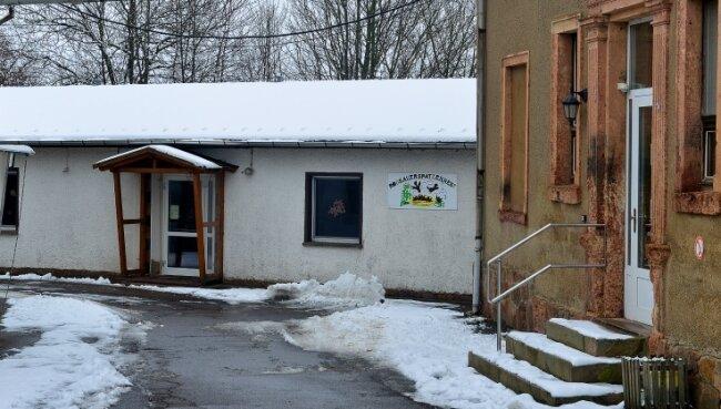 Der Flachbau an der ehemaligen Schule soll zu Kosten von rund 240.000 Euro zum Dorfgemeinschaftshaus umgebaut werden.