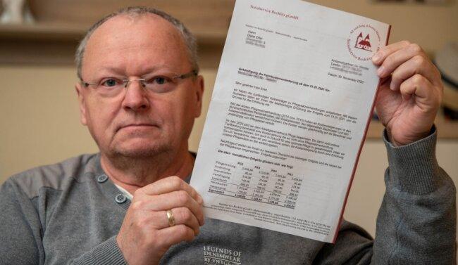 """Dieter Erler aus Rochlitz ärgert sich, dass das Pflegeheim, in dem seine Mutter betreut wird, ab 1. Januar den Eigenanteil der Kosten """"auf einen Schlag"""", wie er sagt, um rund 700 Euro erhöht. Die Heimleitung will noch in diesem Monat mit den Pflegekassen verhandeln."""