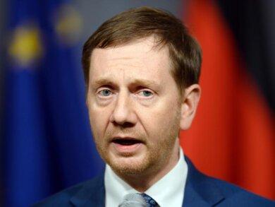 Sachsens Ministerpräsident Michael Kretschmer (CDU) spricht in der Staatskanzlei.