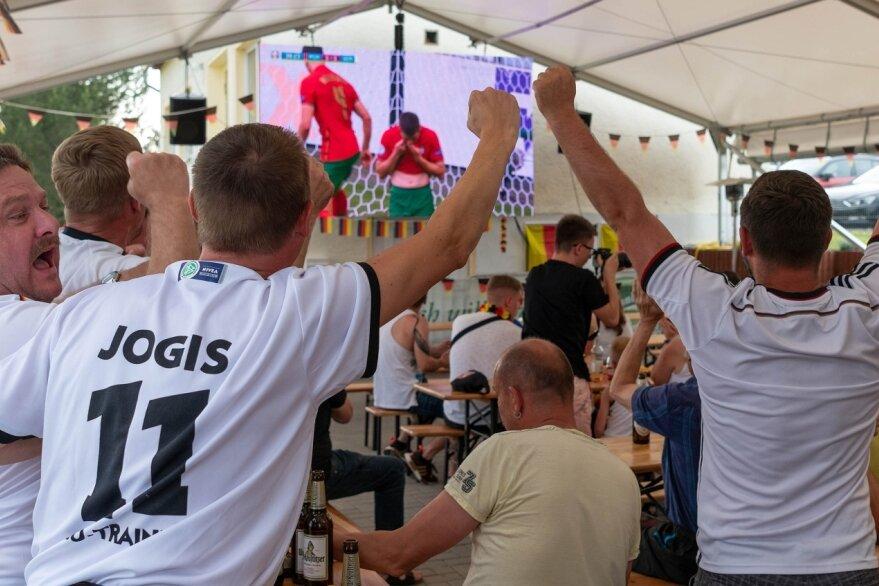 Fans feiern Sieg der deutschen Elf