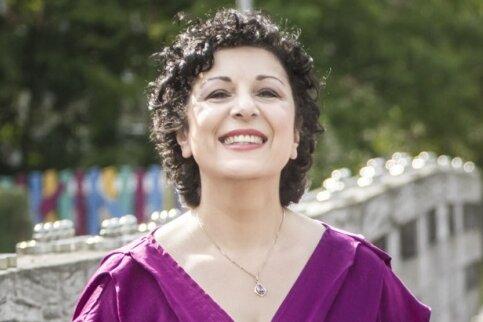 Sarah Stamboltsyan - Sängerin und Pianistin