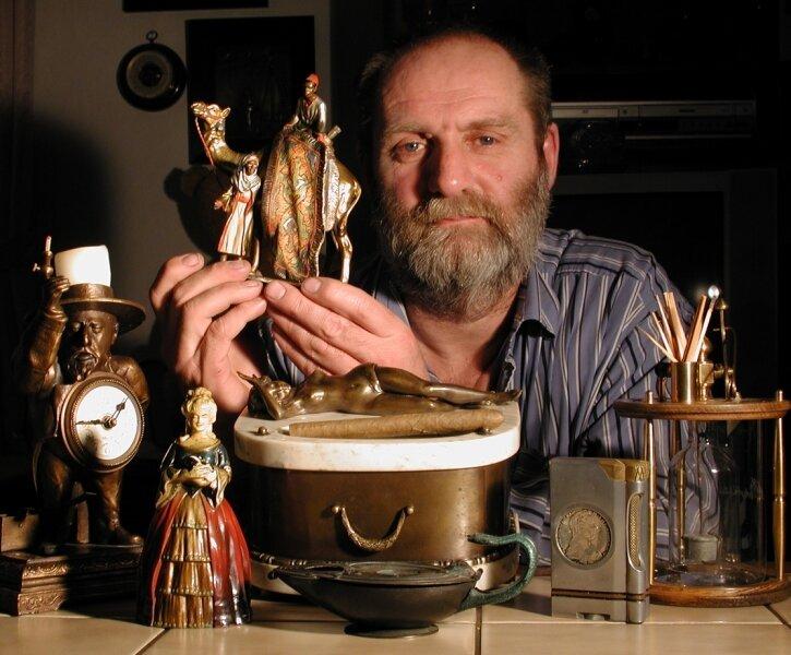 """<p class=""""artikelinhalt"""">Thomas Grellmann aus Freiberg sammelt seit rund 25 Jahren Feuerzeuge. In seinem Fundus befinden sich viele Raritäten wie ein Teppichverkäufe, an dem man eine Flamme entzünden kann. </p>"""