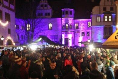 Dichtes Gedränge herrschte letztes Jahr zum Glauchauer Weihnachtsmarkt - wie hier im Schloss.