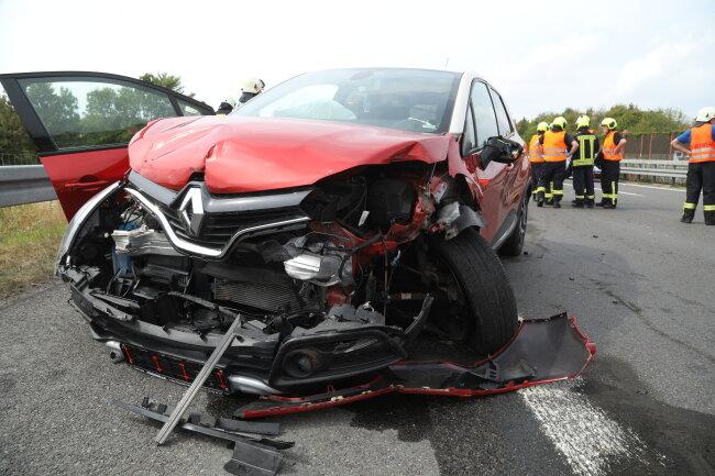 Im Rückstau kam es zu einem Auffahrunfall mit insgesamt vier Fahrzeugen.