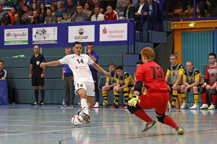 Gabriel Oliveira traf für den VfL 05 im Spiel gegen Belfast dreimal.