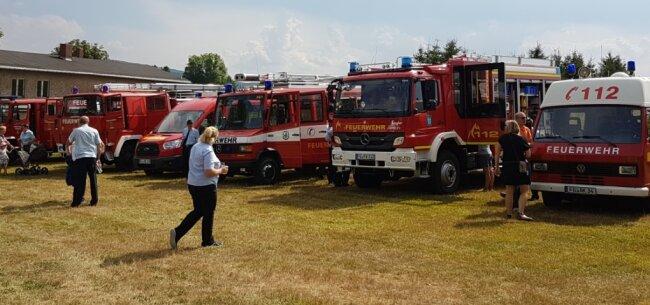 Die modernen Einsatzfahrzeuge rücken nicht nur bei Bränden, sondern auch bei Sturmschäden, Schneebruch oder zu Unfällen aus.