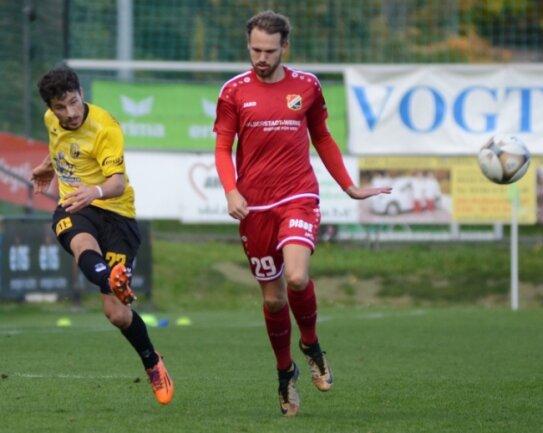 Die Partie gegen Germania Halberstadt am 24. Oktober (1:1, im Foto links Michael Schlicht) war das bis jetzt letzte Regionalliga-Heimspiel für den VfBAuerbach. Vermutlich war es auch das letzte der Saison.