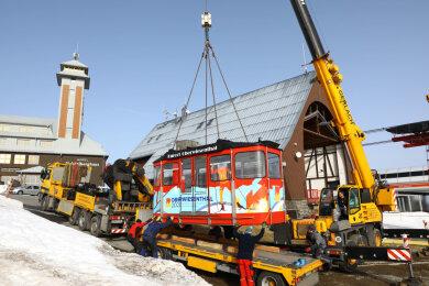 Am Dienstag wurde auch die zweite Kabine der Fichtelberg-Schwebebahn zur Generalüberholung abtransportiert.