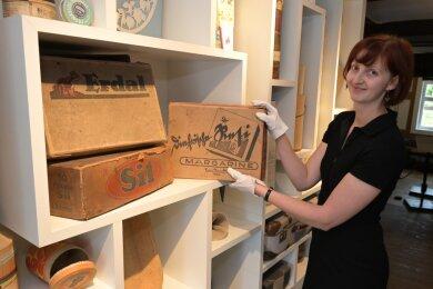 Ab morgen können Interessierte die Papiermühle besuchen - im Bild Museumsleiterin Paula Stötzer.