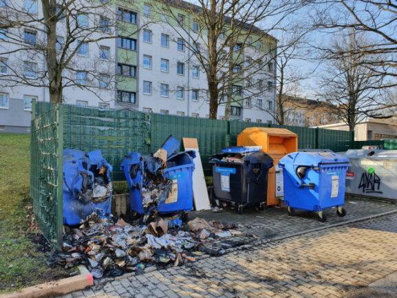 Zwei Container an der Neefestraße haben in der Nacht zu Sonntag gebrannt.