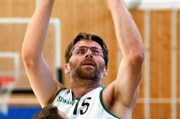 TSV-Abteilungsleiter Patrick Fuhrmann ist am Sonntag auch als Center aktiv.