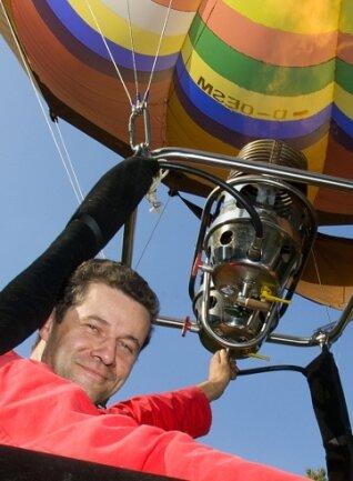 Pilot Johannes Reichert vor 20 Jahren: Hier bedient er den Brenner.