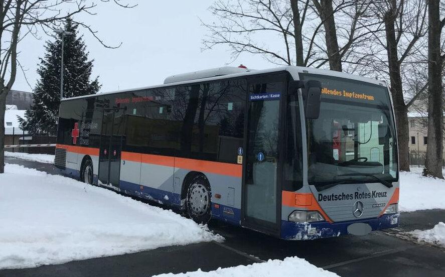 Dieser Bus des DRK-Kreisverbandes Döbeln-Hainichen ist ab Sonntag in Mittelsachsen unterwegs, um im ländlichen Raum zunächst den Senioren eine Impfmöglichkeit zu bieten.