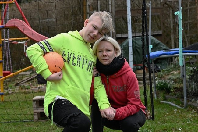 Leon Kühnert mit seiner Mutter Romy.