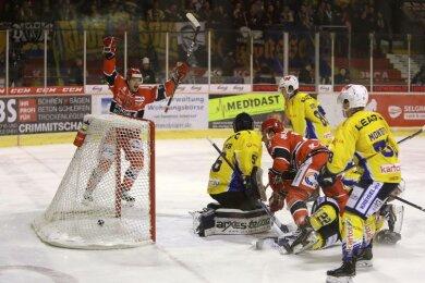 Die Eispiraten Crimmitschau haben am Dienstagabend ihr Heimspiel gegen die Lausitzer Füchse gewonnen.