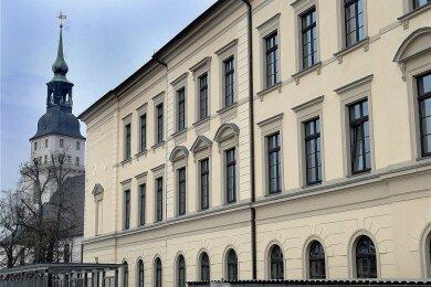 Martin-Luther-Gymnasium Frankenberg, im Hintergrund die Stadtkirche.