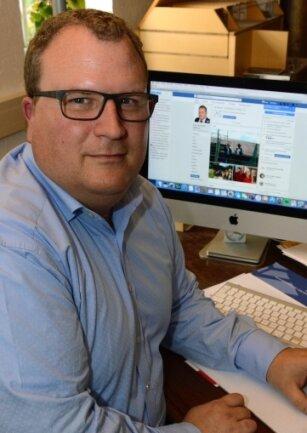 Mittels Facebook auch außerhalb des Rathauses für die Gelenauer Bürger (fast) immer erreichbar: Bürgermeister Knut Schreiter.