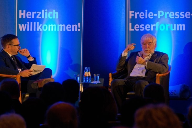 Chemnitzer Salon: Maaz legt Deutschland auf die Couch