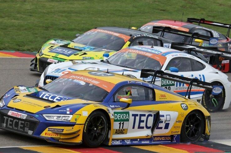 Die 600-PS-Boliden der ADAC GT Masters absolvieren am Mittwoch einen Testtag auf dem Sachsenring - aber vor Geisterkulisse.