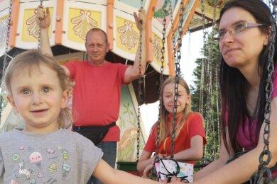 Die Schaustellerfamilie Krause: v.l. Laura, Bernd Schnabel, Sophie und Daniela Krause.