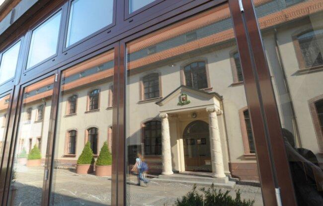 Blick vom neuen Rathaussaal auf Teile vom Rathaus. Auf die Verwaltungsgebäude entfallen knapp 80 Prozent der Energiekosten der kommunalen Gebäude. Konkretere Messungen dazu beginnen im Herbst.
