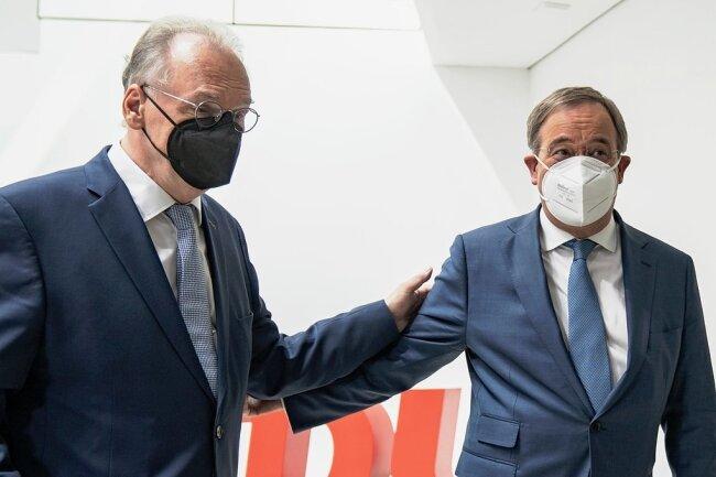 Zufrieden: Wahlsieger Reiner Haseloff (links), Ministerpräsident von Sachsen-Anhalt, und CDU-Parteichef ArminLaschet nach der Sitzung des CDU-Bundesvorstandes in Berlin.