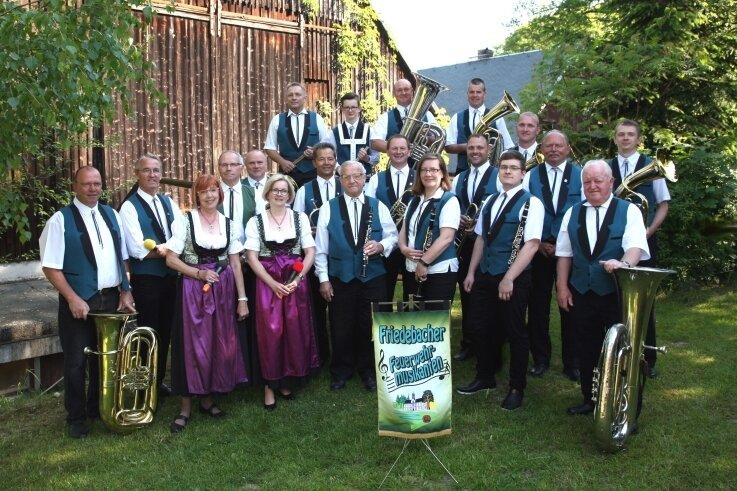Die Friedebacher Feuerwehrmusikanten, das Bild entstand zu Pfingsten 2018, sind für ihre Blasmusik bekannt.
