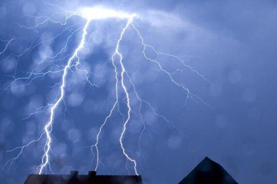 """Wettermodelle sehen für die nächsten Wochen """"sintflutartige Regenfälle"""" voraus. Zwar wurde die Regenmenge noch nach unten korrigiert, doch die Akutprognose der nächsten Tage ist kaum besser."""