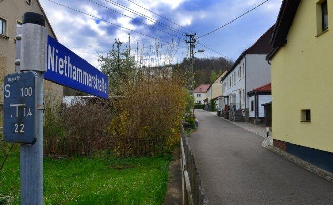 Die Niethammerstraße in Kriebethal. Sie soll trotz Mehrkosten saniert werden.