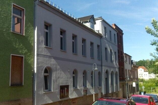 Die Schwerathletikhalle (helles Gebäude) in Werdau wird erneut für einige Monate zur Baustelle.