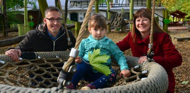 Ralf und Deborah Härtel leben mit ihrer dreieinhalbjährigen Tochter Amelie in der rund 14.500 Einwohner zählenden Hochschulstadt Mittweida. Insgesamt fühlt sich die Familie wohl in ihrer Heimatstadt, einzelne Kritikpunkte gibt es jedoch.