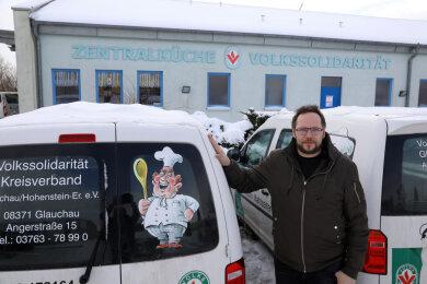 Sören Fuhrmann bestellt dieser Tage als Küchenchef in der Glauchauer Großküche der Volkssolidarität mehr Ware bei Lieferanten.