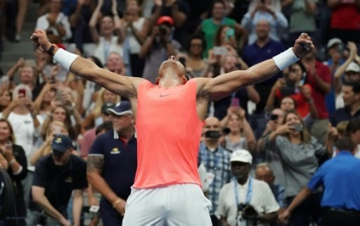 Nadal feiert seinen knappen Sieg über Chatschanow