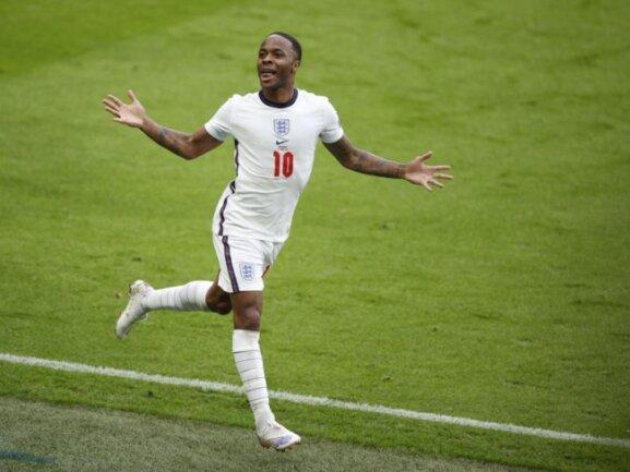 Raheem Sterling bejubelt hier sein Tor zum 1:0 gegen Deutschland.