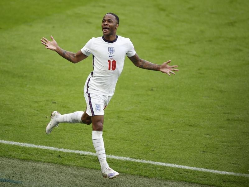 Englands Raheem Sterling bejubelt sein Tor zum 1:0 gegen Deutschland.