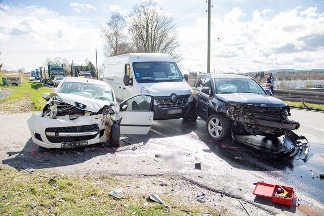 Die drei beschädigten Unfallwagen.