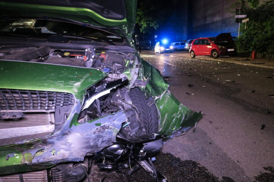 Verkehrsunfall auf Kreuzung in Aue