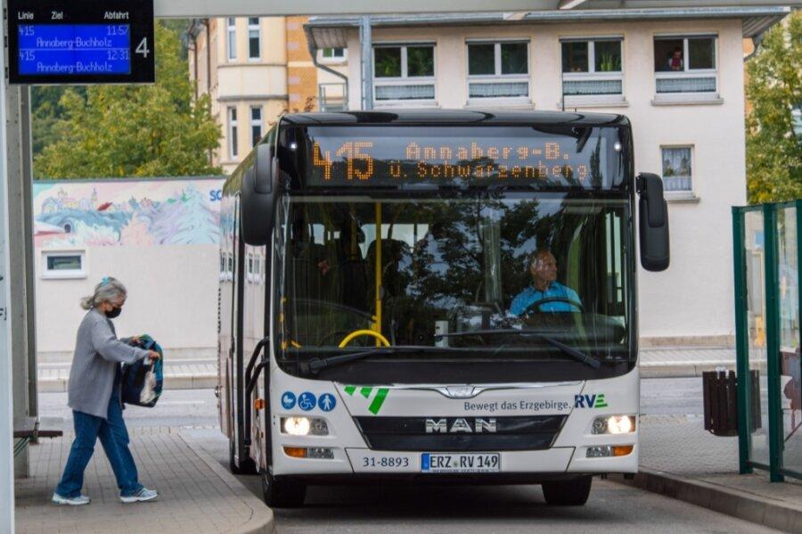 Die Linie 415 nach Annaberg am Busbahnhof Schwarzenberg.
