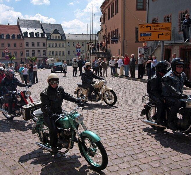Samstagmittag rückte der Oldtimerkorso auf dem Marktplatz in Waldenburg an.