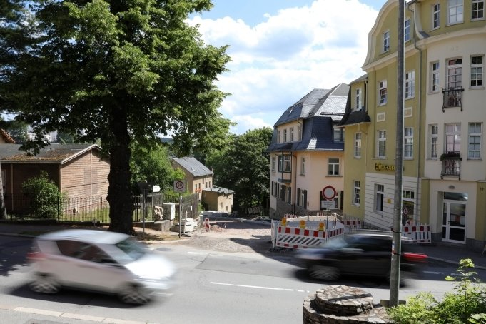 Die Baustelle Uferstraße in Schwarzenberg betrifft nun auch die Erlaer Straße, die ab Montag in diesem Bereich für den Durchgangsverkehr dicht ist.