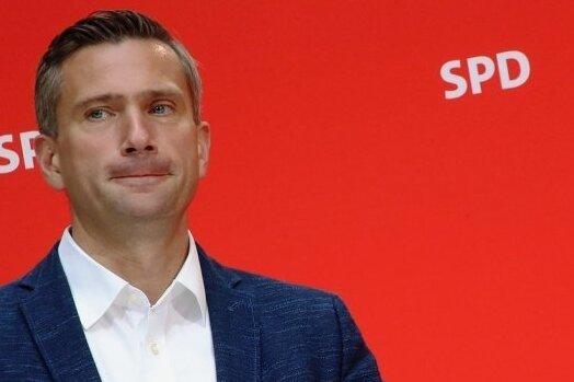 Sachsens Wirtschaftsminister Martin Dulig (SPD) hört im Herbst als Landesparteichef auf, bleibt aber im Kabinett.